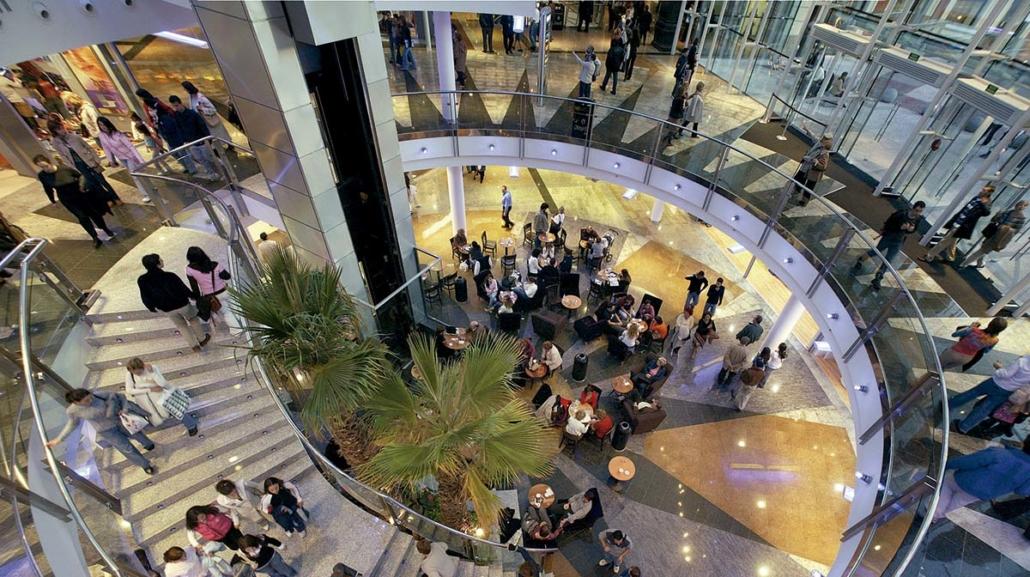 rehabilitación integral DE la estación de príncipe pio EN madrid para la implantación de un centro comercial y de ocio.