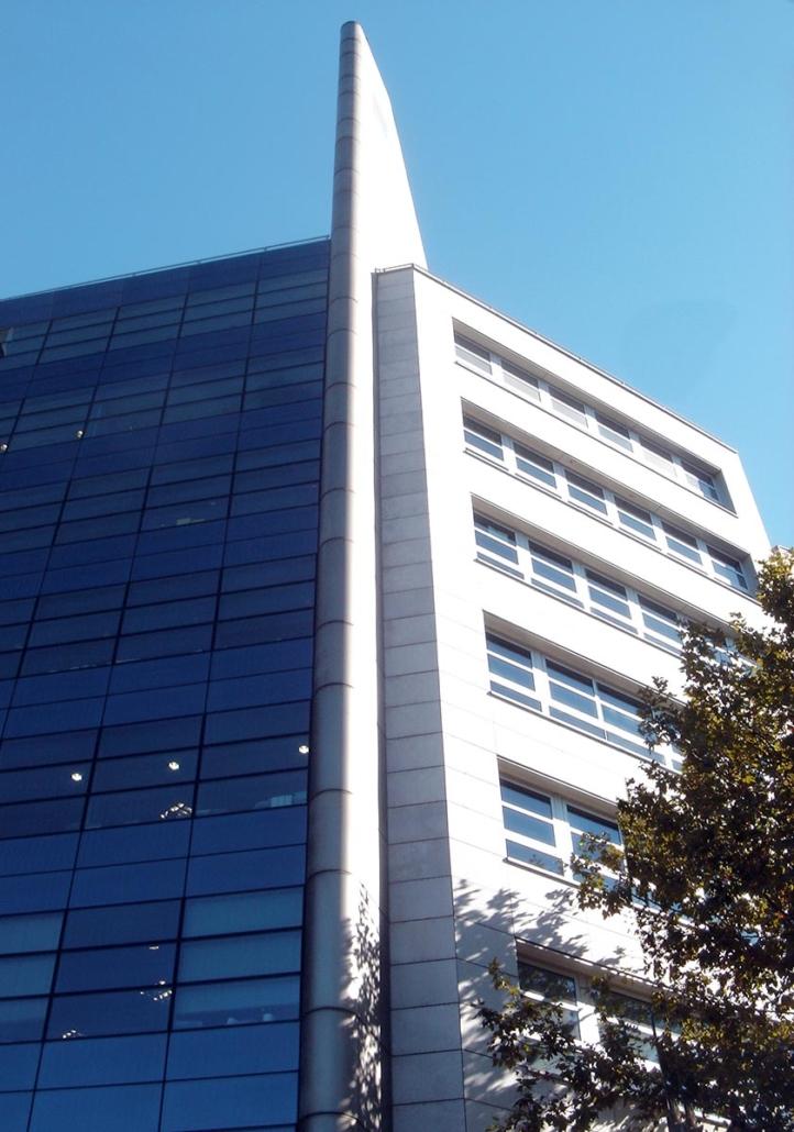 Edificio de Oficinas y Garajes. Madrid