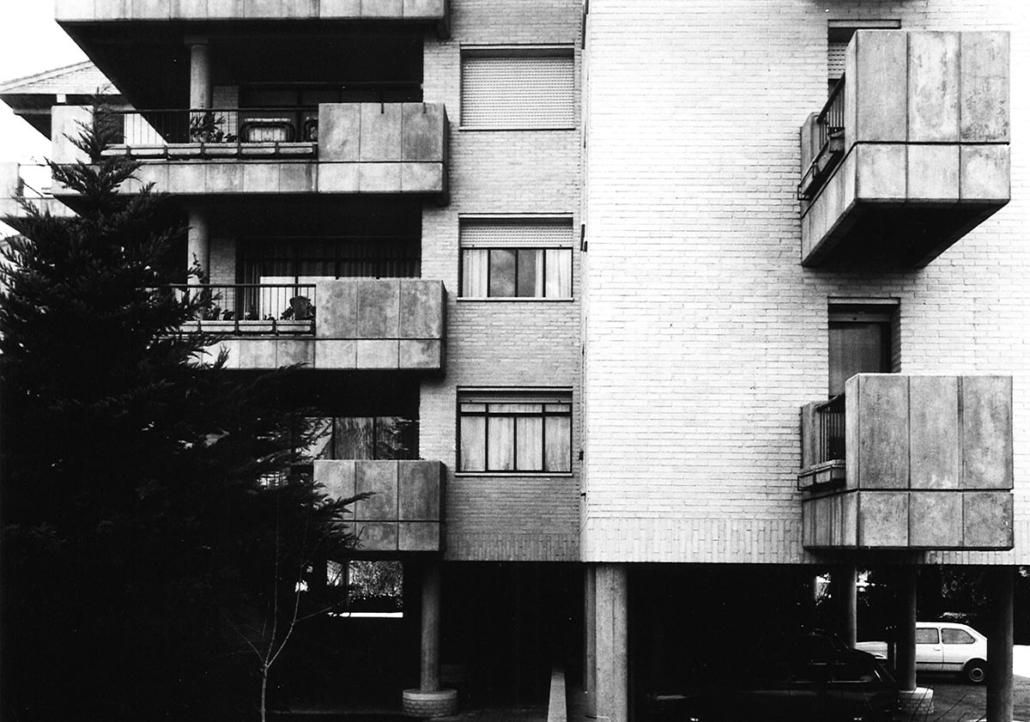 Edificio de viviendas en la Urbanización Santo Domingo, Algete. Madrid. 1970.