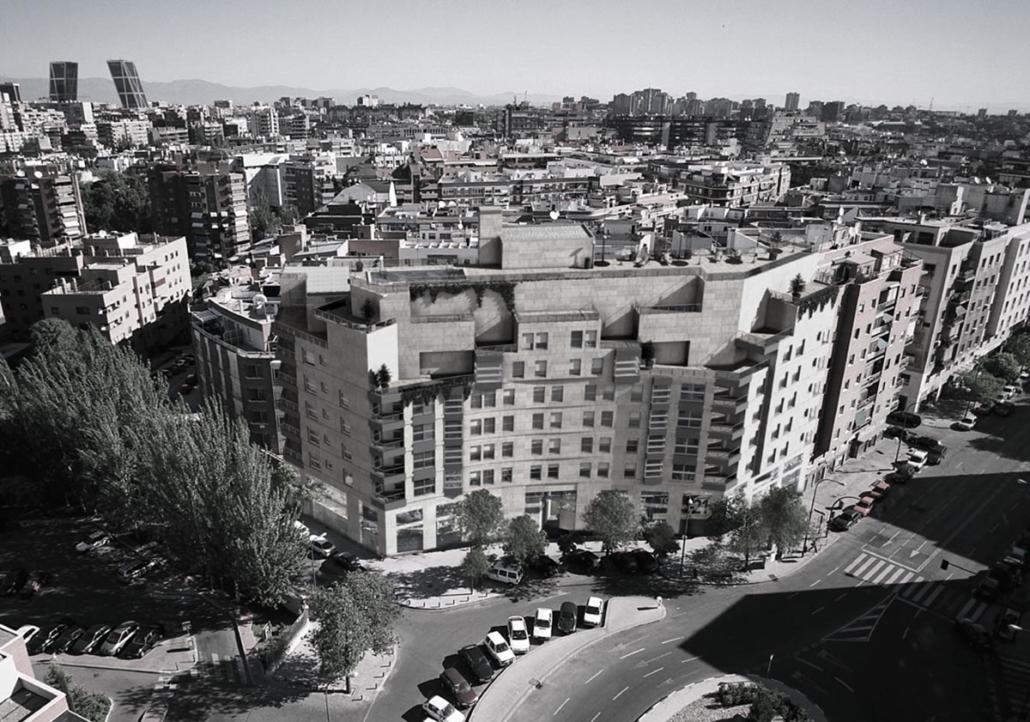 EDIFICIO DE 40 VIVIENDAS, LOCALES, TRASTEROS Y GARAJE EN LA CALLE SERRANO 203. MADRID